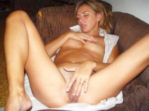 Angelina milf argentine se touille le clito